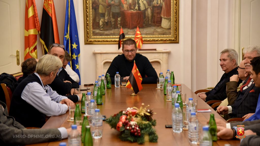 Opposition bloc calls for snap elections