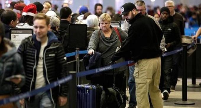 Двојните државјани на седумте земји, како и Евреите родени во Иран и Сирија, може да патуваат во САД