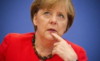 Меркел договара средба со Трамп напролет и му одговора дека Европејците судбината ја држат во рацете