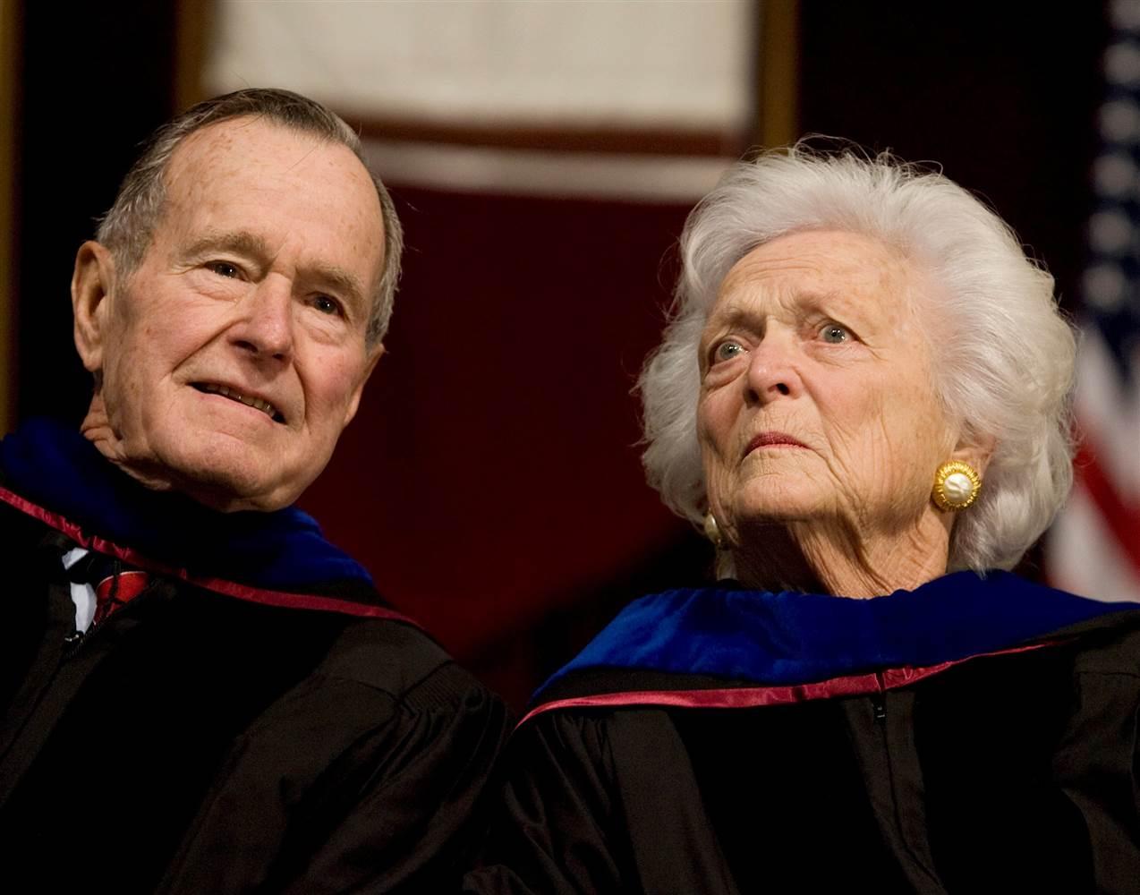 Буш постариот префрлен на интензивна  исто и Барбара
