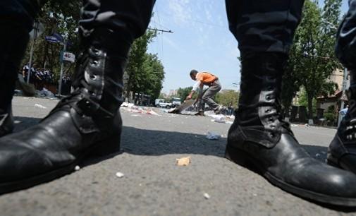 Американска фирма се извини за чизми со свастика, кои ги разграбаа неонацистите