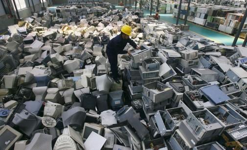 Азија за пет години произвела електронски отпад двапати потежок од пирамидата во Гиза