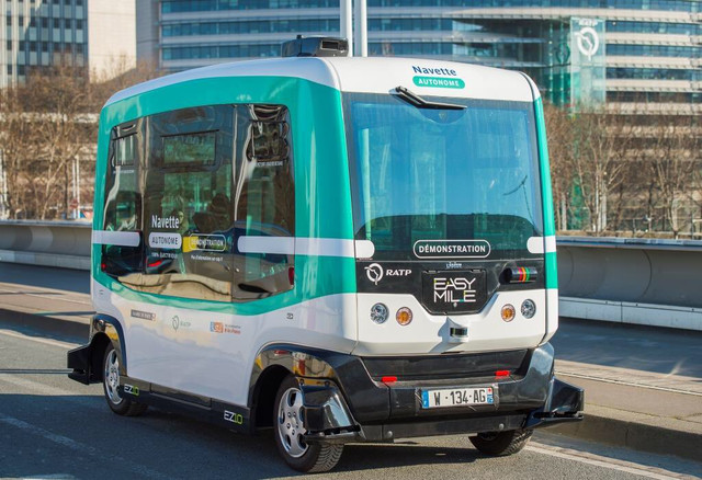 Автобус без возач започна да сообраќа во Париз