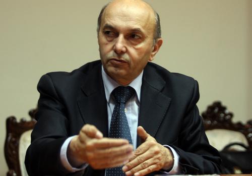 Мустафа: Не даваме ниту еден хектар во замена за визната либерализација