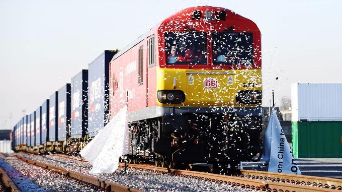 Првиот товарен воз од Кина пристигна во Лондон
