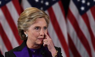 Медиуми: Клинтон добила над 800.000 нелегални гласови