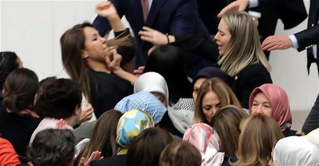 ВИДЕО Женска тепачка во турскиот парламент