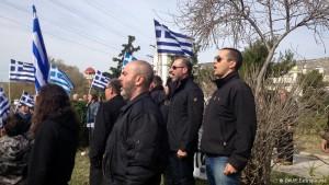 Грчки неонацисти упаднале во училиште за да спречат вклучување на деца на мигранти во образовниот процес
