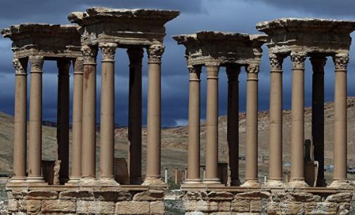 Џихадистите го уништија древниот тетрапилон во сириска Палмира