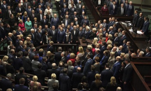 Полската опозиција ја заврши блокадата на парламентот
