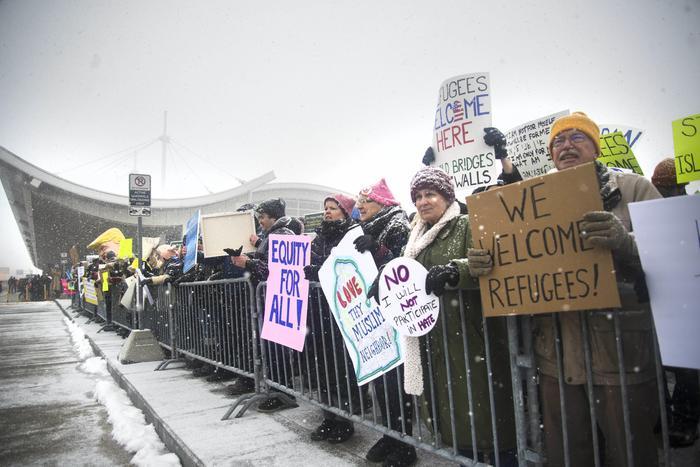 Алфано: ЕУ не би требало да го критикува Трамп за ограничување имиграција