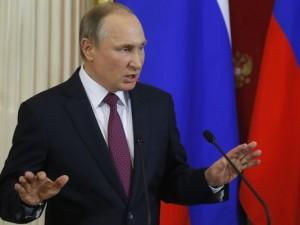 """Путин: Оние што го напаѓаaт Трамп се """"полоши од проститутки"""""""