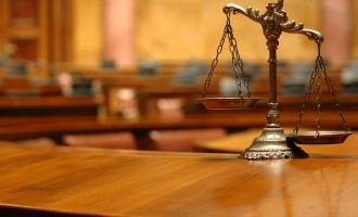 Бајлозова учествувала во пресуда поволна за фирма каде работел нејзиниот син