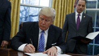 Трамп го потпиша указот за излегување на САД од TTP
