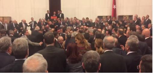 Турските пратеници се степаа околу новите уставни овластувања на Ердоган