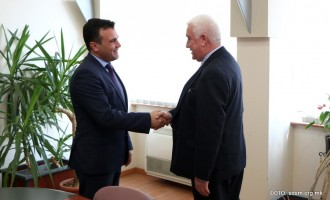 Заев на средбата со Река: Очекуваме Груевски да го врати мандатот, СДСМ да формира Влада