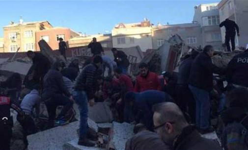 ВИДЕО.Се урна седумкатница во Истанбул, две жртви