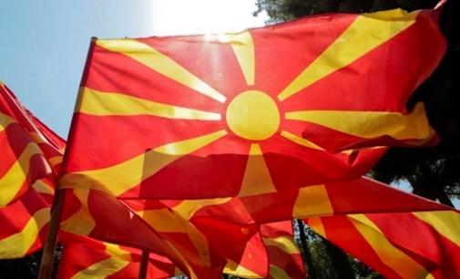 Македонците во Албанија остро го критикуваат министерот Бушати