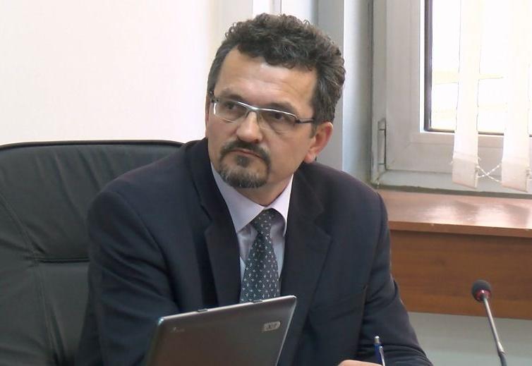 Караџовски не смета дека го крши Уставот што не дозволи јавност на седницата