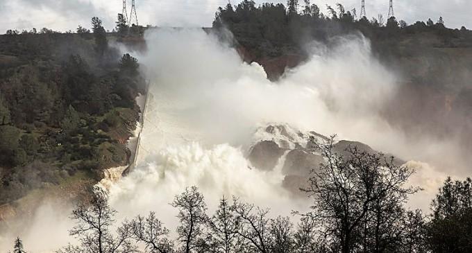Се појави снимката од стримoт од напукнувањето на браната во Калифорнија