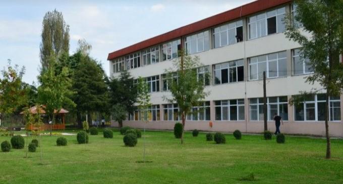 Ученичка починала на час по историја во градежното училиште во Скопје