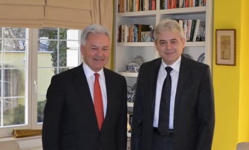 Ахмети се сретна со Данкан, најави дека постои можност ДУИ да остане во опозиција