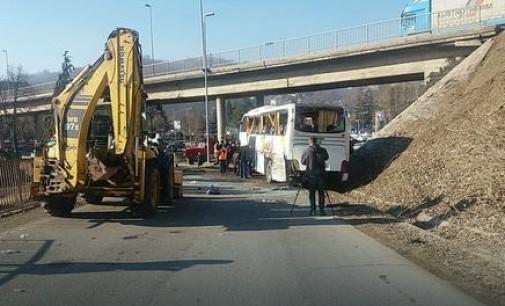 Автобус излетал од патот, повредени припадници на српската војска