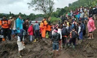 Најмалку 12 загинати во лизгање на земјиште на Бали