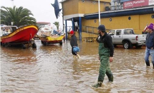 Во невремето во Чиле четири жртви, милиони без вода за пиење