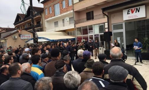 Протести против ЕВН во Дебар, се бара комуникација на албански јазик на шалтер