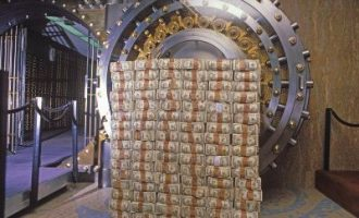 Кинеските девизни резерви првпат по шест години под 3.000 млрд долари