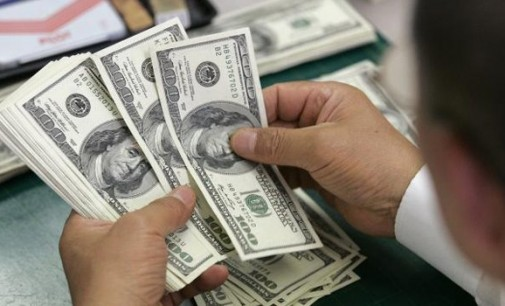 Доларот благо зајакна трета седмица по ред
