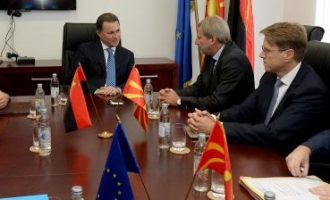 Хан на Груевски му соопштил дека ЕУ не сака да меша во одлуките на партиите за формирањето влада