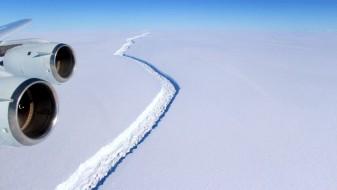 Пукнатините на Антарктикот се зголемуваат со запрепастувачка брзина