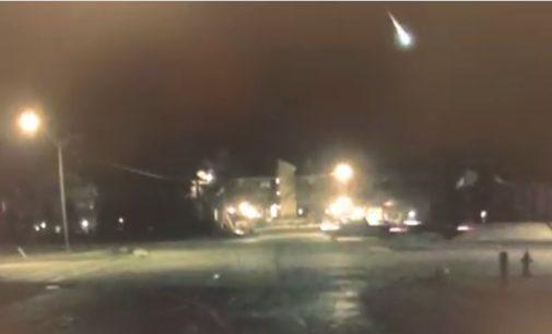 Метеор го осветли ноќното небо над езерото Мичиген (ВИДЕО)