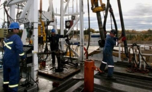 Силниот долар ја стабилизираше цената на нафтата