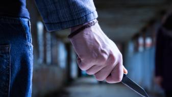 Продавач нападнат со нож зошто одбил да даде цигари без пари