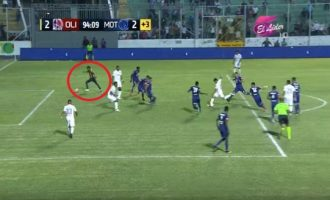 Навивач му помогна на својот тим да постигне гол (видео)