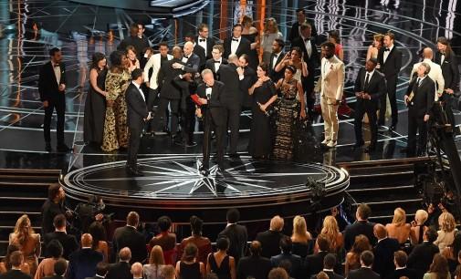Скандалозна Оскаровска церемонија: Месечева светлина најдобар филм, Ла Ла Ленд освои шест Оскари