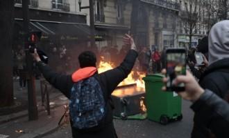Насилни протести на средношколците против полицијата во Париз