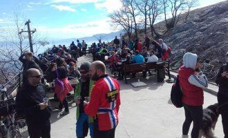 Прв до врв: Групно планинарење на Водно во чест на Св.Трифун