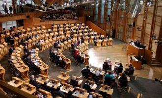 Шкотскиот парламент симболично гласаше против Брегзитот