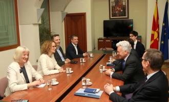 Шекеринска: Доаѓа нова демократска влада во Македонија