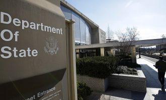 Стејт департментот го дозволува за лицата со уредни визи влезот во САД