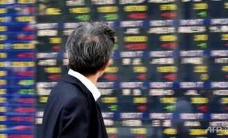 Азиските берзи во благ раст, нафтата стабилна, доларот зајакнат