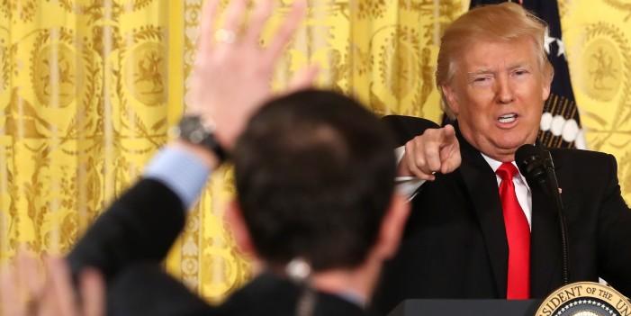 Првата самостојна прес-конференција на Трамп оценета како пресметка со медиумите