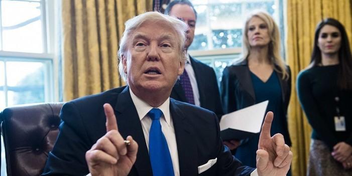 Трамп опседнат со тоа како се облекуваат луѓето кои работат за него