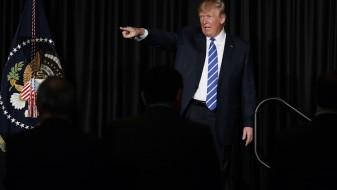 """Трамп ги критикуваше """"силно политизираните"""" судови во САД"""