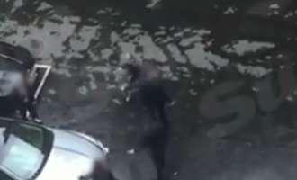 (ВИДЕО) Ексклузивна снимка од евакуирањето на Тереза Меј при крвавиот напад во Лондон