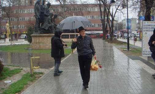 (Галерија) Меѓународниот ден на жената 8 Март во врнежливото Скопје
